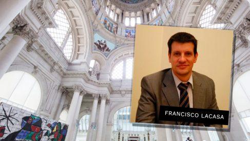 El jefe de seguridad de Ciudadanos, Francisco Lacasa, ante una imagen del Museu Nacional d'Art de Catalunya (MNAC).