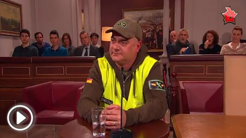 Actor que interpreta el papel de agente de la Guardia Civil en el juicio del procés