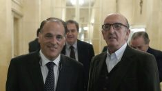 Tebas y Roures, principales culpables de los horarios de las jornadas de Liga. (EFE)