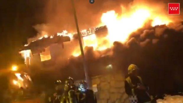 Un incendio arrasa una vivienda en el barrio de El Viso de Madrid