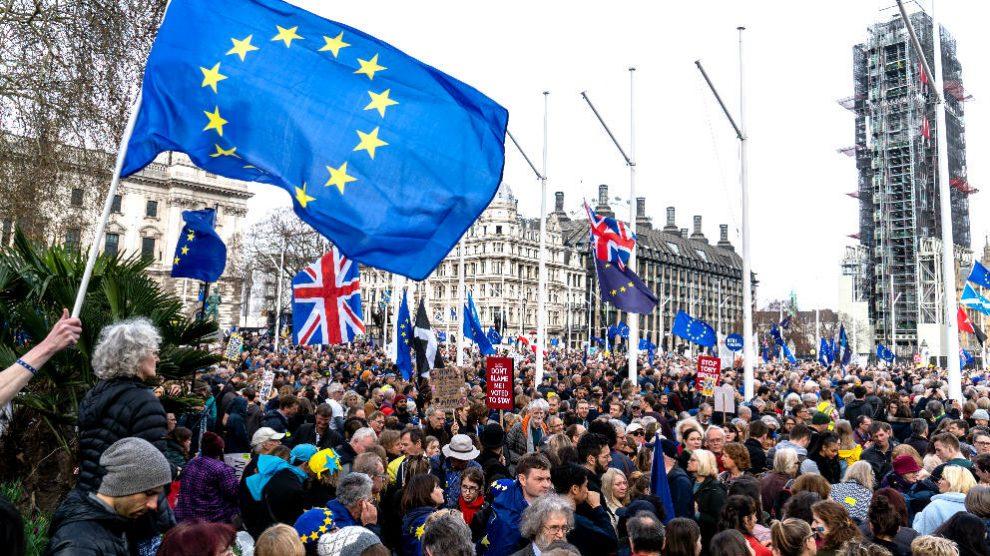 Manifestantes en Londres para pedir un segundo referéndum sobre el Brexit (Foto: AFP).