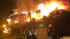 Incendio en un chalet de madera en Madrid.