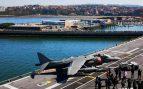 El portaaviones Juan Carlos I de la Armada Española genera colas de visitas en Guecho
