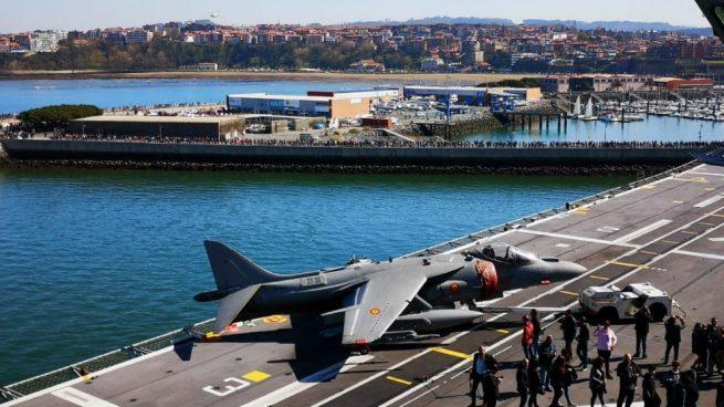 La Armada promete volver pronto a Guecho tras recibir la visita de unas 10.000 personas