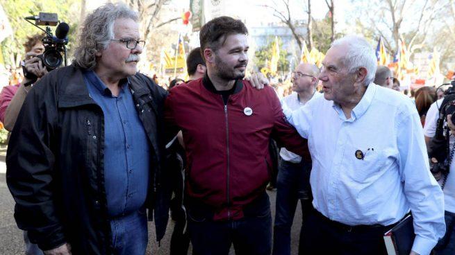 Gabriel Rufián con Joan Tardá y Ernst Maragall. EFE