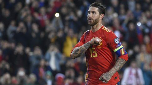 Sergio Ramos celebra su gol a Noruega. (AFP)