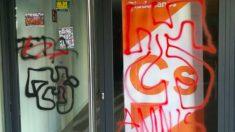 Pintadas a favor de ETA y contra la Guardia Civil en la sede de Ciudadanos en Pamplona. (Foto: Ciudadanos)