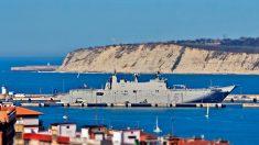 El buque 'Juan Carlos I' de la Armada española atracado en el puerto de Guecho en Vizcaya. Foto: Europa Press