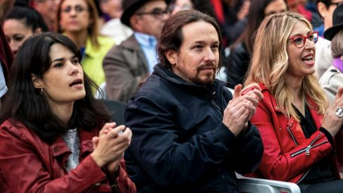 Isabel Serra, Pablo Iglesias y Mª Eugenia Rodríguez Palop, cabeza de lista de Podemos a las europeas. (Foto: Podemos)