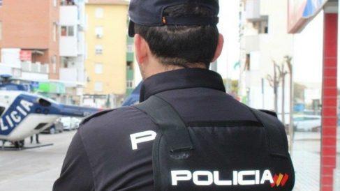 Un agente de la Policía