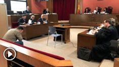 El cabo de la unidad de los Mossos d'Esquadra y otro agente de la policía catalana que investigaron el caso del ex profesor de Maristas Joaquín Benítez. Foto: Europa Press