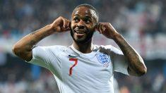 Sterling reaccionó así a los insultos racistas de la afición de Montenegro tras hacer el 1-5. (Getty)