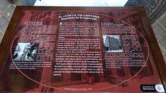 Placa conmemorativa colocada por Colau frente a la Jefatura Superior de Policía en Vía Layetana.