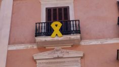 Lazo amarillo en el Ayuntamiento de Palma