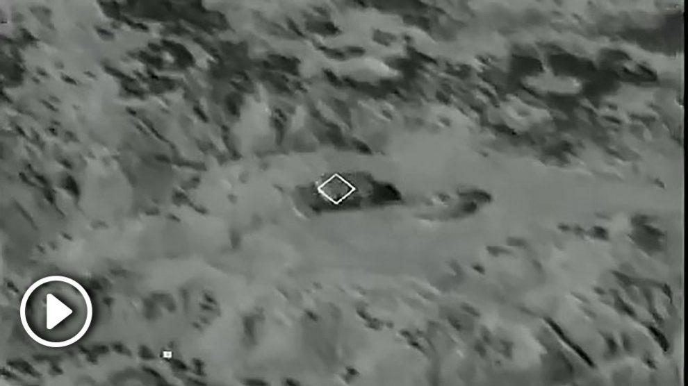 Cazas Eurofighter españoles bombardeando con fuego real un objetivo en Bardenas Reales.