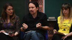 Pablo Iglesias en una reunión con mujeres. (Foto. Podemos)