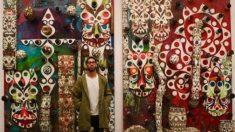 Sergio Ramos posa junto a la obra del artista Phil Frost que ha adquirido (Instagram).