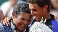 Toni Nadal celebra un título con Rafa.