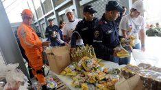 Reparto de ayuda humanitaria en Bolivia por parte de la Cruz Roja.