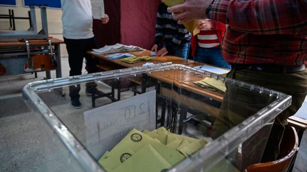 Una urna de las elecciones locales que s ehan celebrado este domingo en Turquía.