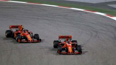 Los dos Ferrari fueron en cabeza de carrera y luego lo perdieron todo. (AFP)