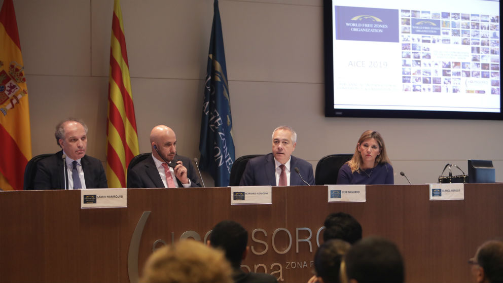 El Dr. Samir Hamrouni, CEO de la World Free Zones Organization, Dr. Mohammed Alzarooni, presidente de la World FZO, Pere Navarro, delegado especial del Estado en el Consorci de la Zona Franca de Barcelona (CZFB) y Blanca Sorigué, directora general del CZFB.