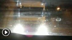 Imagen del camión mientras acosa al vehículo.