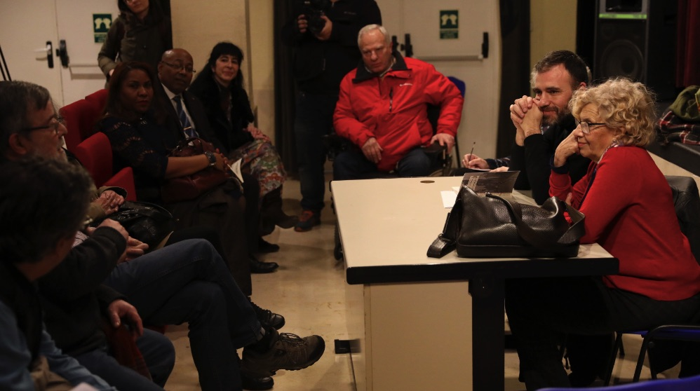 La alcaldesa en la visita al distrito de Tetuán. (Foto. Madrid)