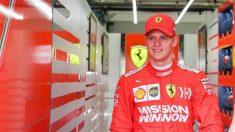 Mick Schumacher prueba el Ferrari de Vettel. (Pirelli)