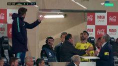 Álvaro y Piqué se dijeron de todo en el Estadio de La Cerámica.