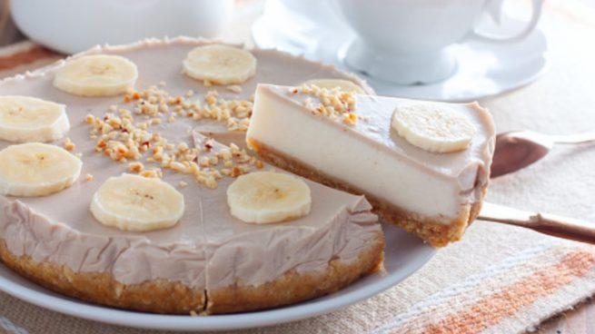 Tarta de chocolate blanco con gelatina de plátano, receta fácil paso a paso