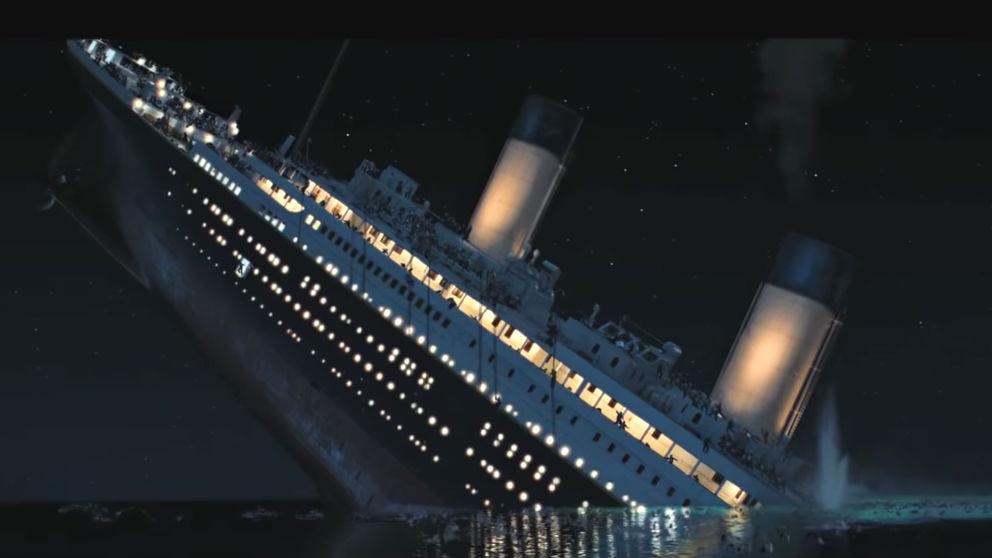 Momento del hundimiento del Titanic en la película homónima
