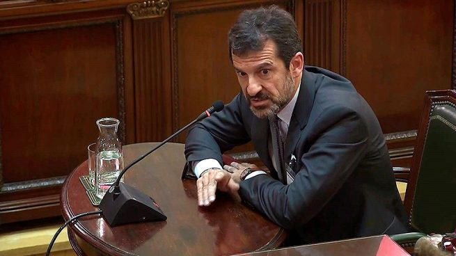 El careo entre los Mossos y el Govern: Junqueras 'tocado y hundido' por el comisario Ferrán López