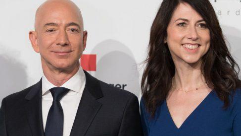 Jeff y MacKenzie Bezos, exesposos y propietarios de Amazon. Foto. Getty.