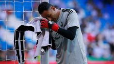 Keylor Navas tiene un pie fuera del Real Madrid.