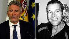A la derecha el ministro Fernando Grande-Marlaska, a la izquierda el etarra Gorka Fraile.