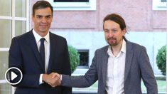 El presidente del Gobierno, Pedro Sánchez (izda), y el secretario general de Podemos, Pablo Iglesias, en la firma del acuerdo sobre el proyecto de ley de presupuestos para 2019. (Foto: Efe)