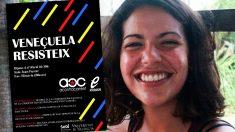 Aida Serrano, candidata de Podemos por Valencia, y el cartel de la charla a favor del régimen de Maduro.