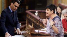 Pedro Sánchez y la portavoz de Bildu en el Congreso, Marian Beitilarrangoitia
