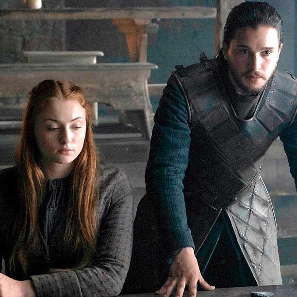Sansa Stark (Sophie Turner) y Jon Snow (Kit Harington)