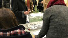 personas ejerciendo su derecho al voto. Foto: Europa Press