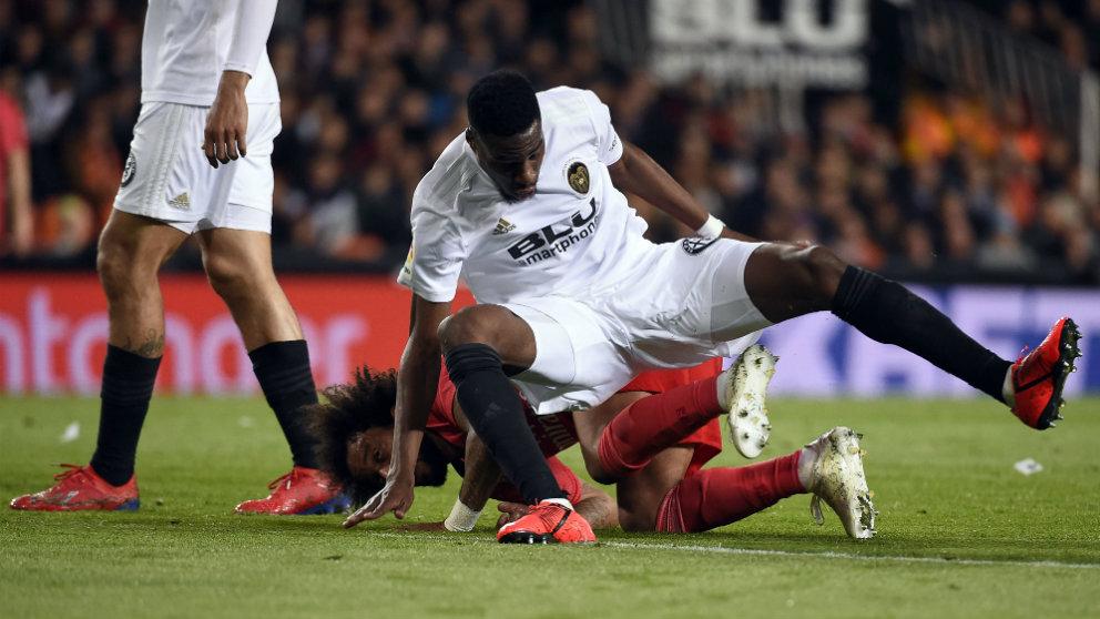 Geoffrey Kondogbia en un lance con Marcelo (AFP)