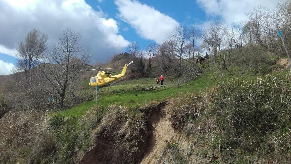 Tareas de rescate en Collado de Cieza tras el accidente de un tractor