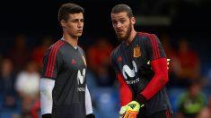 Kepa Arrizabalaga y David de Gea, durante un calentamiento con la selección española. (Getty)