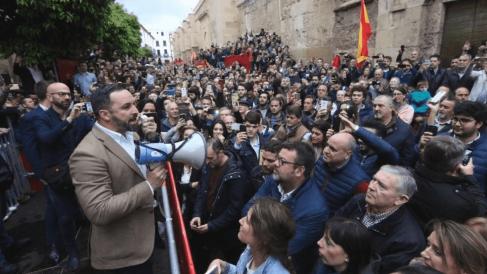Santiago Abascal a las puertas del Palacio de Congresos de Córdoba. Foto. Redes Sociales de VOX.