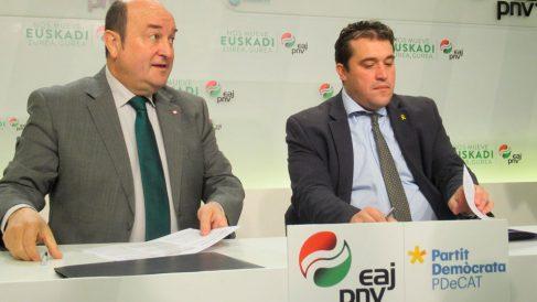 El presidente del PNV, Andoni Ortuzar, y el del PDeCAT, David Bonvehí, en una rueda de prensa. Foto: Europa Press