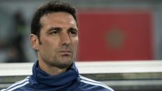 Scaloni durante un partido con Argentina. (AFP)
