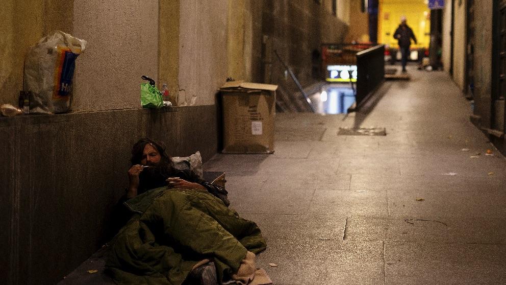 Un mendigo en la Plaza Mayor de Madrid. (Foto. Getty)
