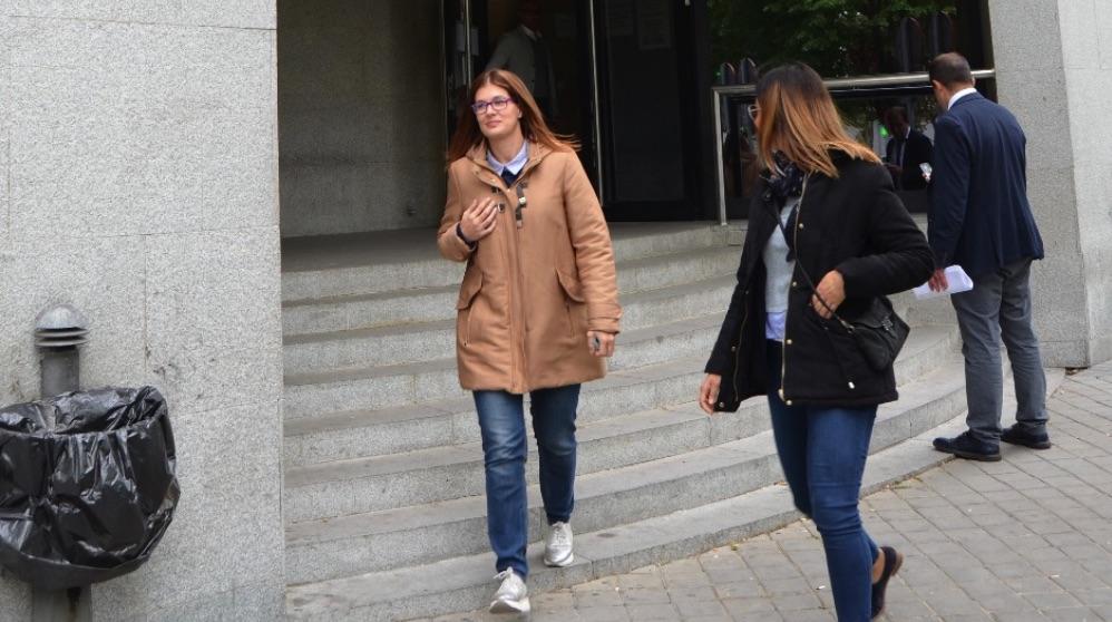 La alcaldesa de Móstoles, Noelia Posse, a la salida de su declaración judicial.