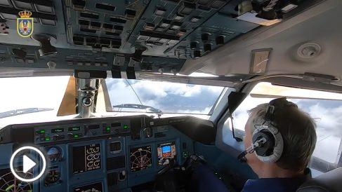 La cabina del avión militar ruso que sobrevoló España.